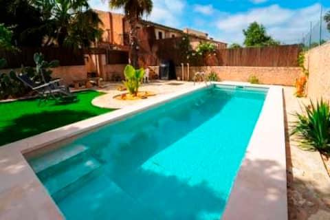 Rustikt studio med privat basseng og privat hage