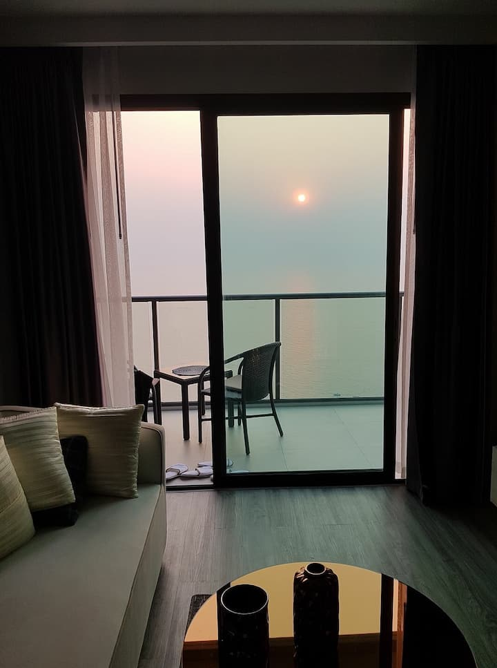 Wake up with a magnificent sea view