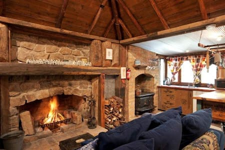 Romantic & Cosy in the Village 'Loughmore Cottage' - Kangaroo Valley