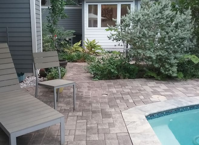 Petite Poolside Retreat/Wash Ave/Downtown/Montrose