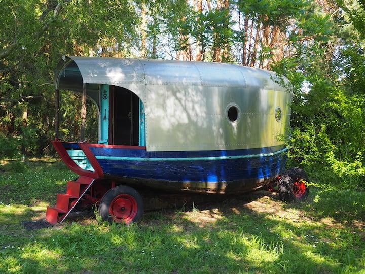 Roulotte-bateau & container dans un cadre atypique