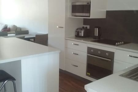 Self contained 2 bedroom unit close to the CBD - Railway Estate