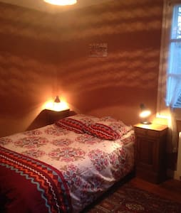 Double bedroom with baby cot - Feytiat - Bed & Breakfast