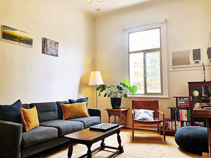 ★Downtown Retreat★2BR Walk to beach and cafes