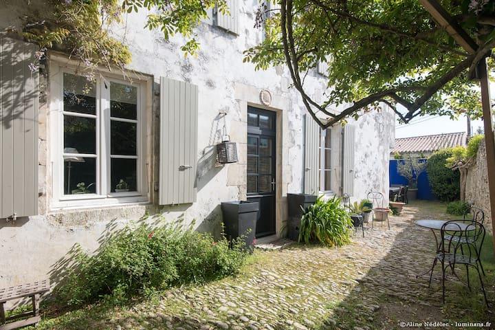 """Maison de charme """"Le Clos du vieux porche"""""""