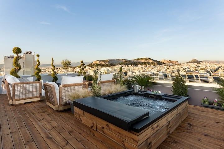 Deluxe Penthouse with Acropolis View & Jacuzzi