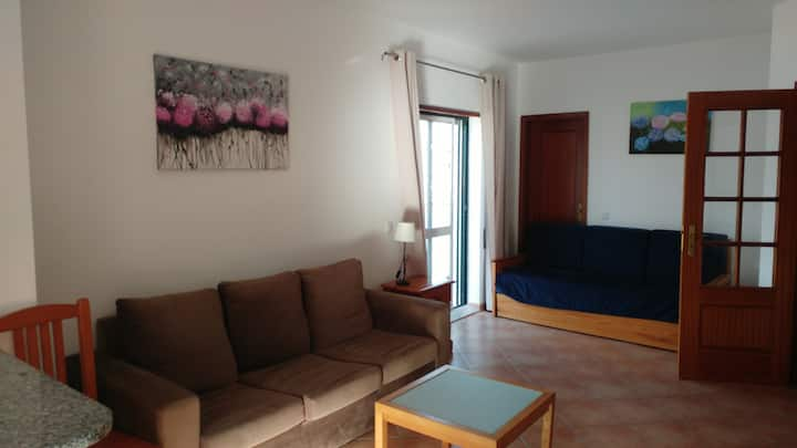 One-bedroom apartment with terrace near beach