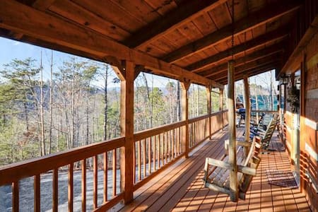 Lovely & Secluded, HotTub, Fireplace