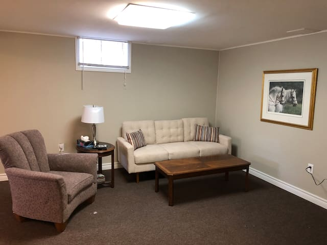 Countryside retreat close to downtown Main Street!
