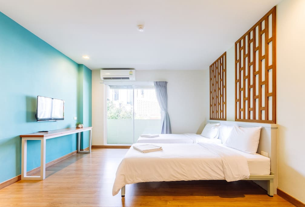 Twin room with air-con and TV