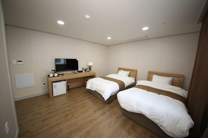 호텔아로하 이코노미 트윈룸 - Seongsan-eup, Seogwipo-si - Pousada