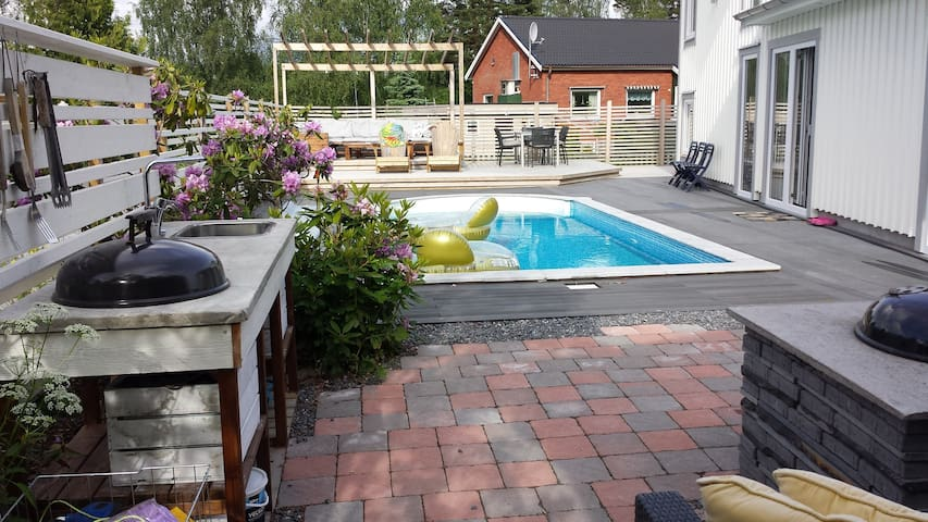House w/pool near Airport, 20 min to Stockholm.