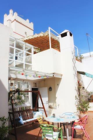 ÁTICO CON GRAN TERRAZA EN EL CENTRO - Cádiz - Condominium