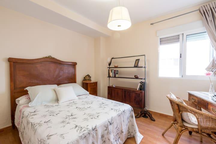 Habitación privada con baño.