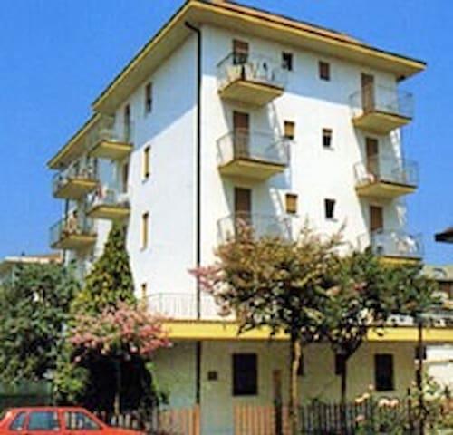 apt for 4+1 persons in Lido di Jesolo R26293