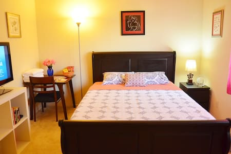 Cozy Room Queen Bed slightly south of San Diego - Chula Vista - Huoneisto