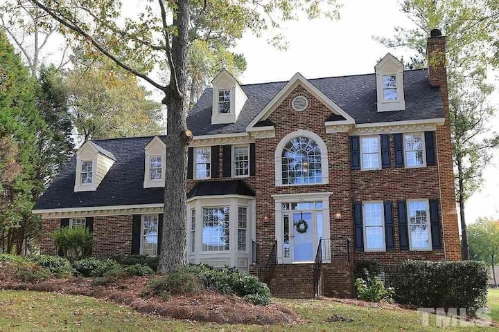 Beautiful updated golf course home!!