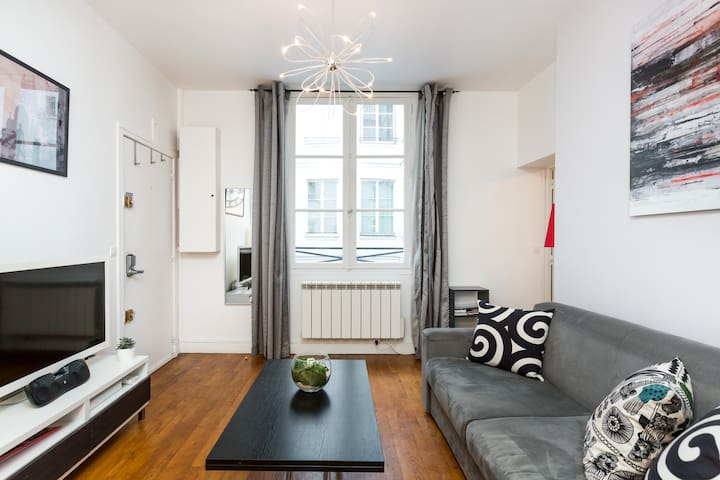 2 rooms only 3 mins from the Louvre