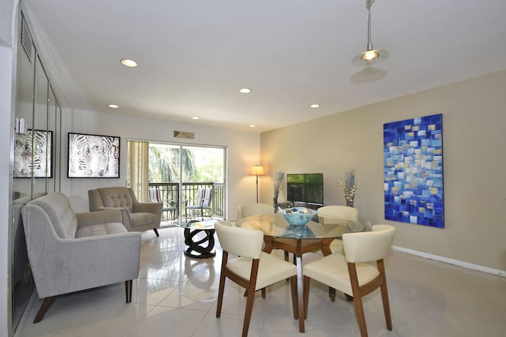 Boutique Condo Across the Beach  - Sunny Isles Beach - Huoneisto