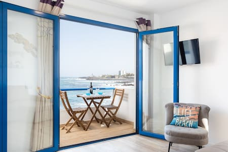 Balcón sobre el mar y la playa (con wifi)