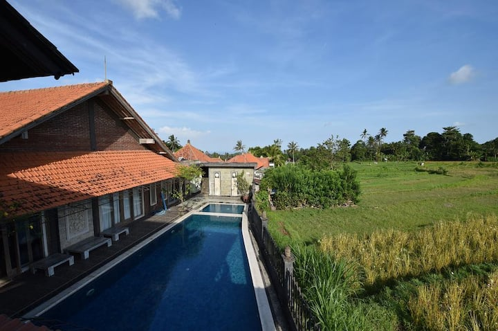 Super Cheap, Murah !!Homestay w/ Pool, Garden View
