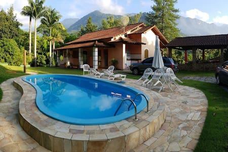Casa de campo com piscina na Mata Atlântica - Cachoeiras de Macacu - Casa