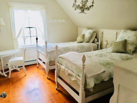Wedgwood- A short walk to shops and has Wifi