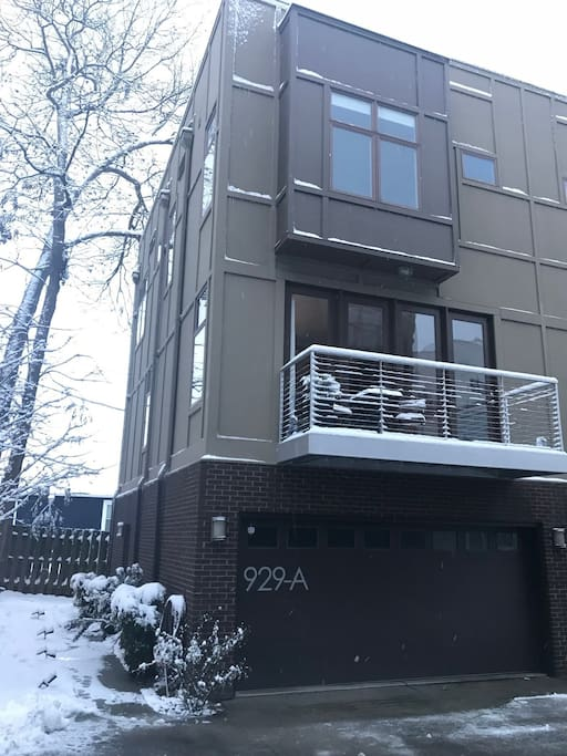 Modern 4-story townhome in eclectic Third Ward neighborhood.
