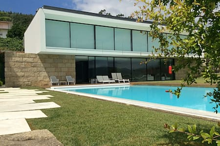Spectacular property at wide margin of Douro River - Melres