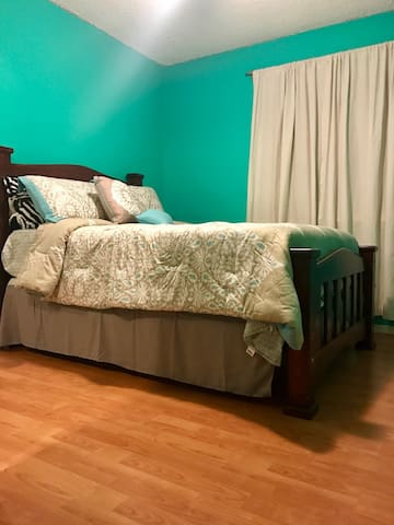 The Teal Room- Cozy,Clean &Adorable - Sacramento