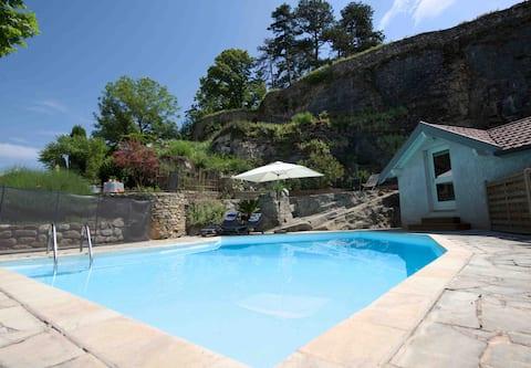 Dépendance avec piscine à Crémieu