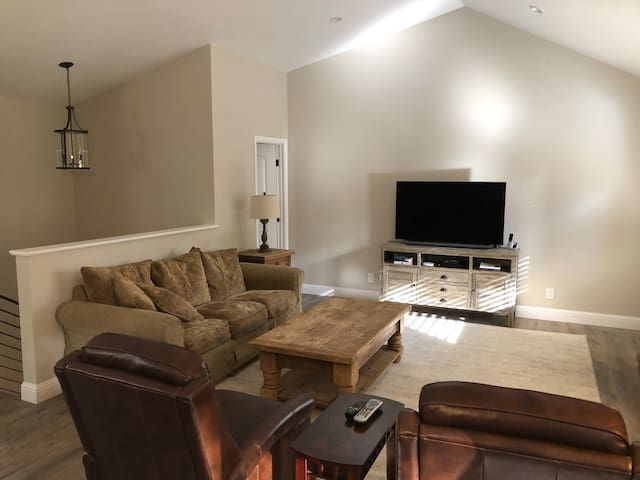 Modern, Newly Remodeled 2-Bdrm Condo - Lake Tahoe
