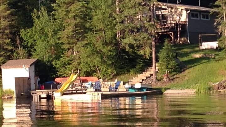 Lakeside Loon's Nest- family & pet friendly