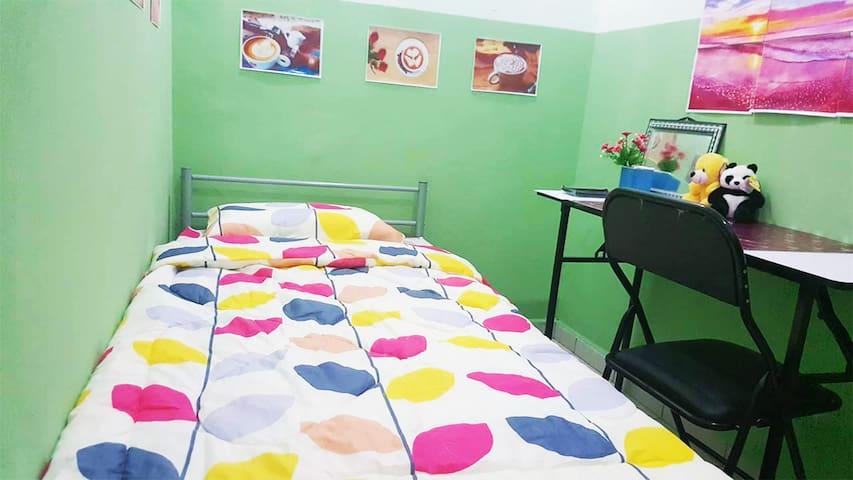 Cheerful Cozy Room. near HUKM - Kuala Lumpur - Hus