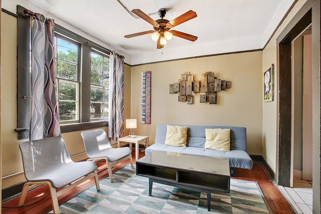 2 Bedroom Apartment Sleeps 5 Comfortably Apartments For Rent In New Orleans Louisiana United