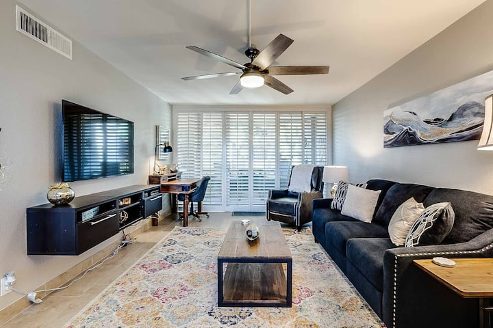Sparkling clean Old Town Condo