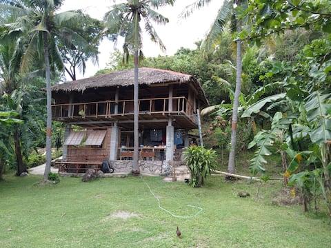 Robinson Crusoe Beach Hut. Absolute beachfront.