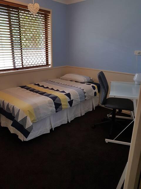 Blue room in lovely, quiet neighbourhood!