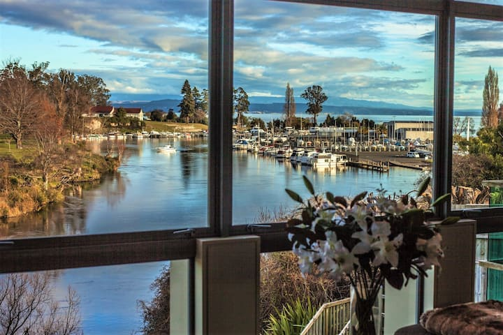 The Mooring - Taupo Waterfront Apartment