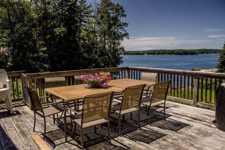 ATLANTIC SUNSET IN BOOTHBAY HARBOR - Pet Friendly, Modern Home on Spruce Point Close to Town