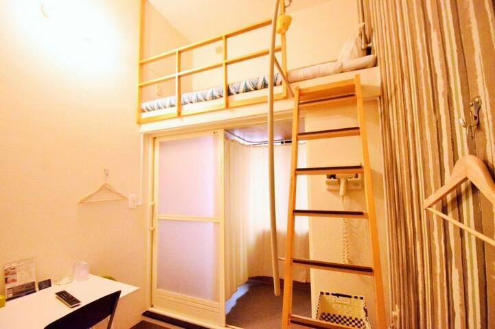 10 min walk to Kokusai Street! Loft bed non smoking / Wi-Fi