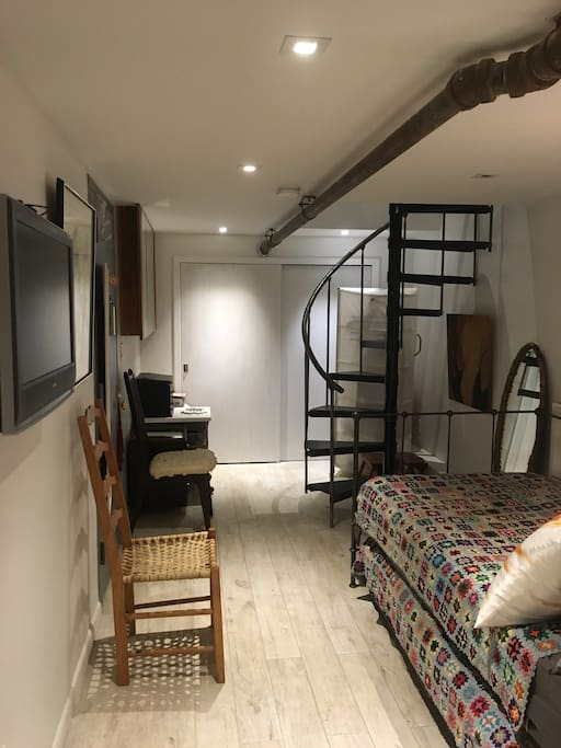 lower level of guest suite: two single beds, luxury finishes