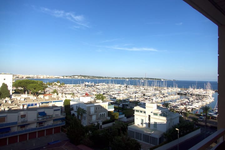 Sea view apartment close to the harbour Golfe Juan