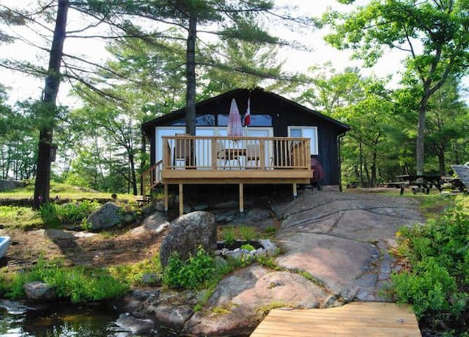 Kasshabog Lake Cottage with a view