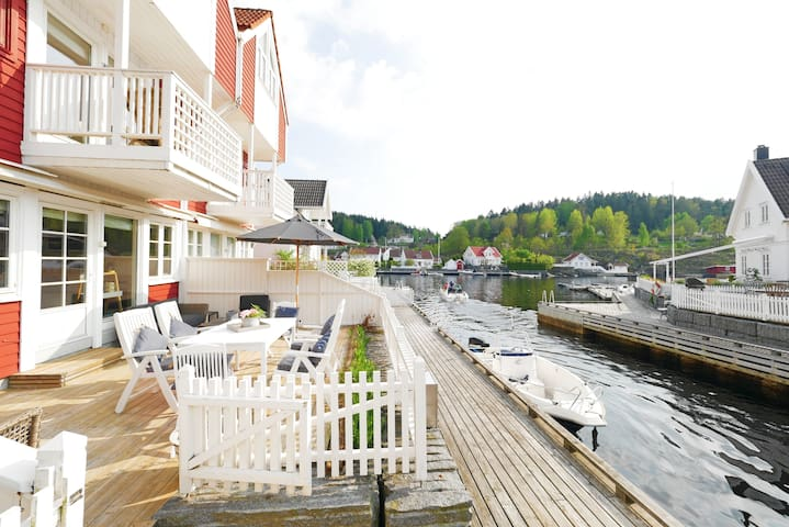 Waterfront cottage on island near charming Kragerø