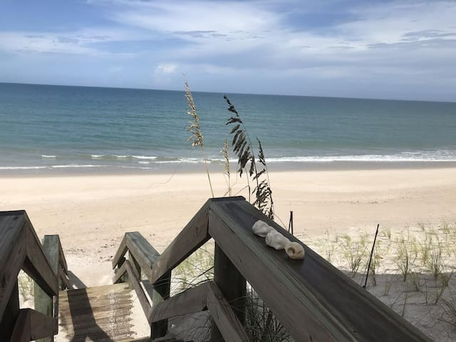 *Fall Sale* Beautiful Ocean Front Suite on Melbourne Beach  - Dolphins, Turtles and Sunrise