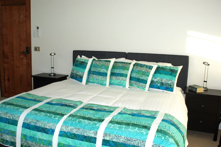 Malting Lagoon Guest House - Coles Bay - Bed & Breakfast