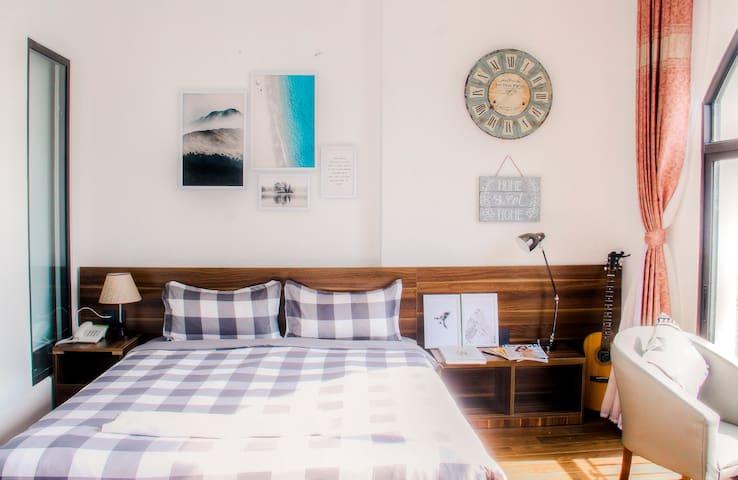Airy Art Décor Apartment in My Khe Beach