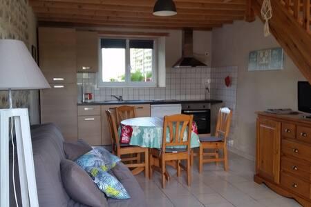 Maison Réville proche de la mer - Reville