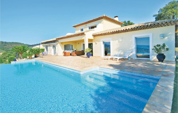 Holiday cottage with 4 bedrooms on 270m² in Sainte Maxime